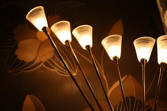 šest svítidel