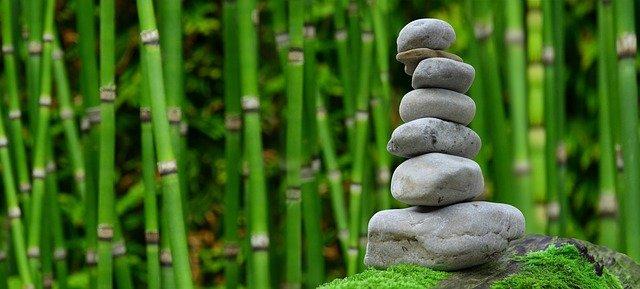 kameny a bambus
