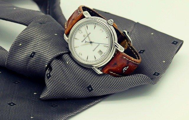 hodinky a kravata