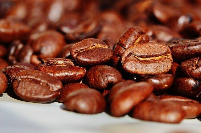 zrna kávy